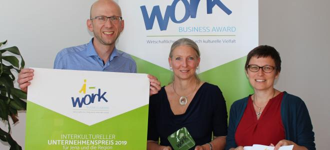 "Präsentation die Materialien für den ""i-work Business Award""."
